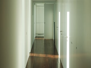 AAP - ASSOCIATED ARCHITECTS PARTNERSHIP Modern Corridor, Hallway and Staircase Wood White