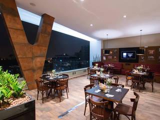 RESTAURANTE SEVENS Espaços gastronômicos clássicos por Escritório Silvana Caporal Clássico