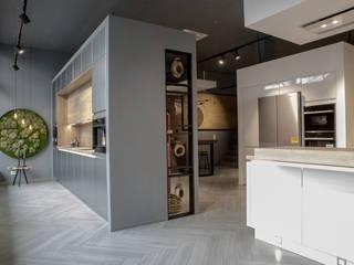 Салон немецких кухонь в городе Бонн Офисы и магазины в стиле лофт от A Studiya by Elena Agafonova Лофт