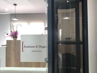 INSTALACIÓN DE ASCENSOR NEUMÁTICO EN OFICINAS EN TORREPACHECO TECNOLIFT ASCENSORES Oficinas y tiendas de estilo minimalista Aluminio/Cinc Gris