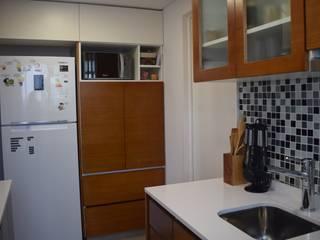 D4-Arquitectos Cozinhas pequenas Madeira Branco