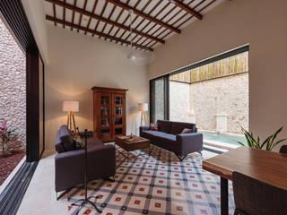 Moderne woonkamers van Taller Estilo Arquitectura Modern