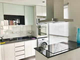 D4-Arquitectos Modern kitchen Glass White