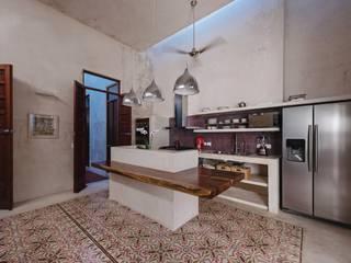 Moderne keukens van Taller Estilo Arquitectura Modern