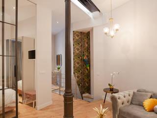 Nueva vivienda en Chueca WINK GROUP Salones de estilo ecléctico Hierro/Acero Blanco