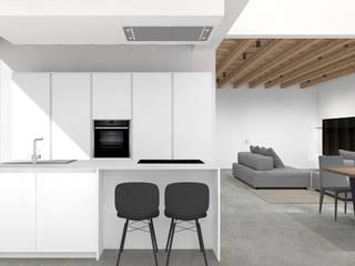 Progettazione e installazione di Cucina in Casale in ristrutturazione di SIMONETTA ARREDA Minimalista