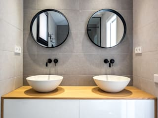 08023 Architects Modern style bathrooms Ceramic Grey