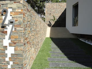 Plurirochas Lda. Modern Houses