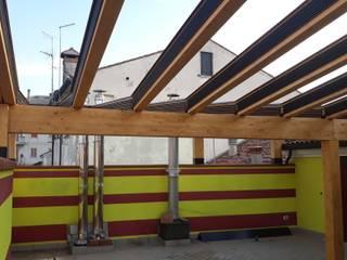 Balcones y terrazas de estilo moderno de SAMEC COSTI Moderno
