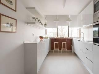 Apartamento Turístico Cascais Cozinhas minimalistas por Origem Arquitectos Minimalista