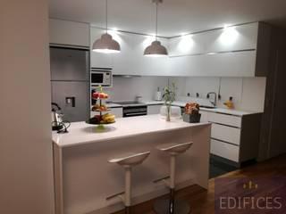 Remodelação apartamento Maia por Edifices