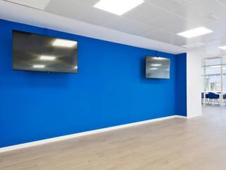 Oficina Logitravel Estudios y despachos de estilo moderno de Estudio Haya Moderno