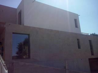 Moradia em Monção Janelas e portas modernas por DSG ALUMÍNIOS, LDA. Moderno
