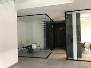 TABIQUES Y TECNOLOGIA MODULAR S.L Office spaces & stores Glass Black