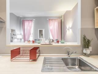 Borgonuovo Apartments _ The Pink One Cucina in stile classico di Biondi Architetti Classico