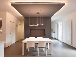 Villa J Sala da pranzo minimalista di Biondi Architetti Minimalista