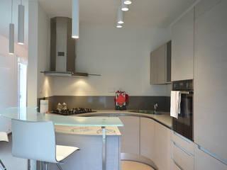 Villa J Cucina minimalista di Biondi Architetti Minimalista