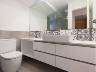 Apartamento Bairro Alto Casas de banho modernas por Origem Arquitectos Moderno