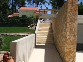 Linhas Simples Pasillos, vestíbulos y escaleras de estilo moderno