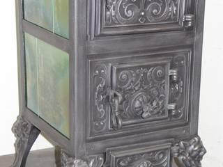 Gestellkachelofen Klus Nr. 1544 originalgetreu Restauriert Wohnzimmer im Landhausstil von Perler Ofen GmbH Landhaus