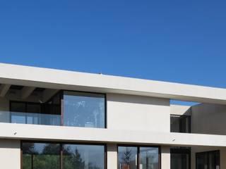 Casa M Chicureo de Carlos Mardones Arquitectos Moderno