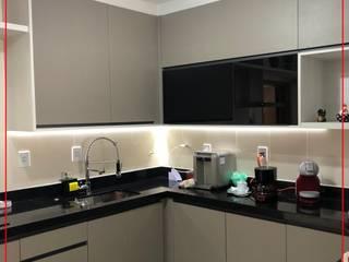 Cozinha sob medida Novais Mobiliário Armários e bancadas de cozinha Vidro Bege