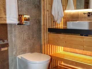 Casa Contemporânea Portuguesa Casas de banho modernas por Aadna.Design Moderno