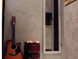 禹陞設計工作室 Ingresso, Corridoio & Scale in stile industriale Cemento Grigio