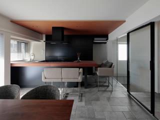 Cocinas modernas de U建築設計室 Moderno