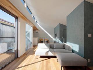 Salas de estilo escandinavo de U建築設計室 Escandinavo