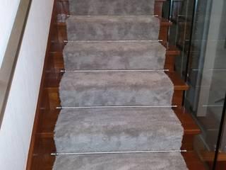 Fornecimento e aplicação de passadeira com varões em inox em escadas de madeira por FLOORING JC, UNIPESSOAL LDA