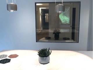 Umbau / Sanierung 70 Jahre Wohnung LU Estate GmbH Moderne Wände & Böden Glas Grau