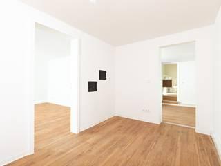 Modernisierung und Innenausbau eines Einfamilienhauses Moderne Esszimmer von sanierungsprofi24 GmbH Modern