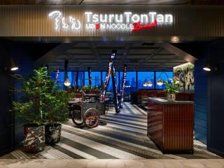 つるとんたん UDON NOODLE Brasserie SHIBUYA モダンな商業空間 の 株式会社DESIGN STUDIO CROW モダン