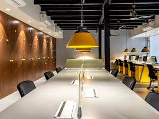 Boutique Office in Sector 17, Gurgaon Stonehenge Designs Minimalist study/office