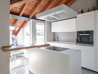 Resinatura pavimento cucina /bagno / balcone Marenghi Mario FINITORE CREATIVO CucinaPiani di lavoro