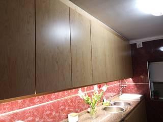 Cozinha em pinho Mário Costa mobiliário CozinhaArmários e estantes Madeira Acabamento em madeira