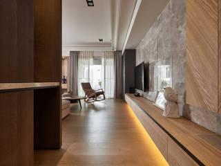 奇玉 城隅設計 熱帶式走廊,走廊和樓梯 大理石 Brown