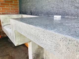Pulido diamantado de mesón de hormigón en Vitacura, Santiago de Chile! de RAISED Consulting & Concrete Floors Rústico
