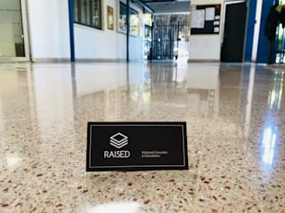 Pulido diamantado de baldosas en Vitacura, Santiago de Chile! de RAISED Consulting & Concrete Floors Moderno