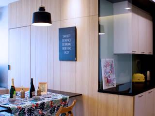 Unpretencious Space @ Hijauan Saujana Condominium Scandinavian style dining room by DCS CREATIVES SDN. BHD. Scandinavian