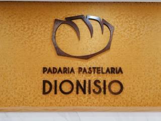 Padaria e Pastelaria Dionísio Paredes e pisos modernos por Móveis e Carpintaria Veiga Moderno