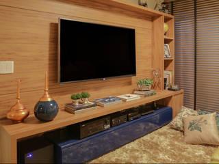 Home Cinema Rubiana teixeira Barbosa ME Salas multimídia modernas MDF Efeito de madeira