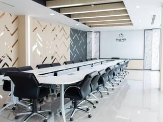 Meeting room and office space design โดย Inthenorth Design Co.,ltd โมเดิร์น