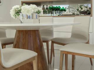 Sala de estar Integrada com Jantar Rubiana teixeira Barbosa ME Salas de jantar modernas