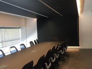 OFICINAS Estudios y despachos de estilo minimalista de PROINFUS Minimalista