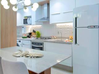 Ambientes integrados - Sala de Tv, Jantar e cozinha Rubiana teixeira Barbosa ME Cozinhas pequenas MDF Branco