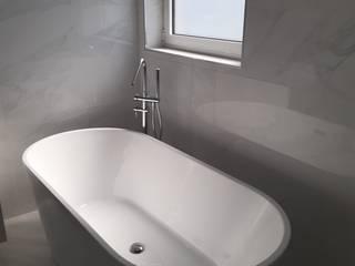 Modern Bathroom by SA275 ENGENHARIA Modern