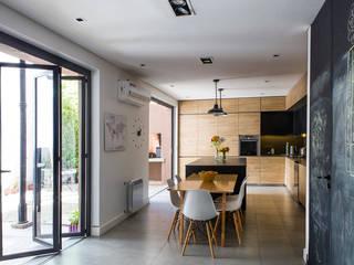 Obra RVR Cocinas modernas: Ideas, imágenes y decoración de LOB arquitectura Moderno