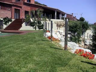 Jardín J&E Arantxa Mogilnicki Arquitectura i Paisatge Jardines delanteros Madera Verde